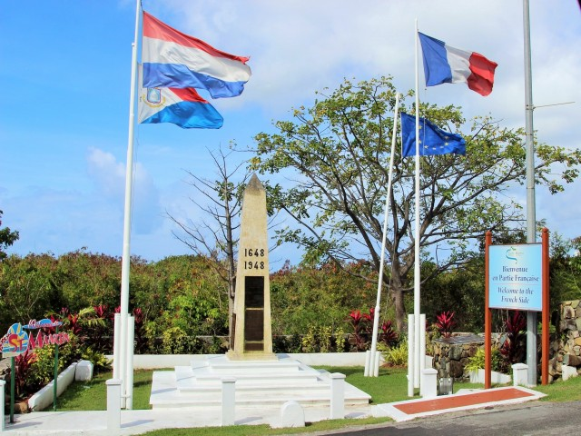 This is Border Obelisk that symbolizes leaving Sint Maarten the  Dutch side and  entering St. Martin on the French side.