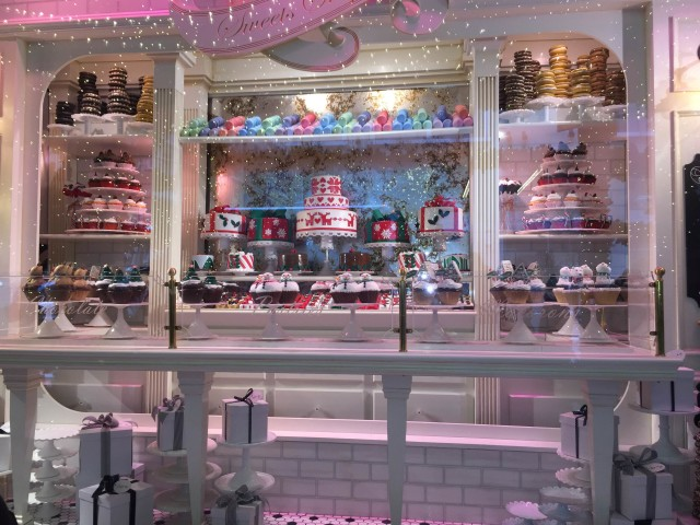 """Lord & Taylor """"Favorite Things"""" Holiday Window."""